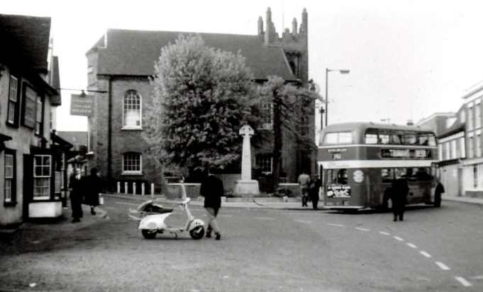 An Eastern National bus outside the chequers | Ian Fuller