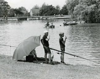 FIshing on the lake in 1981 | © Basildon Echo