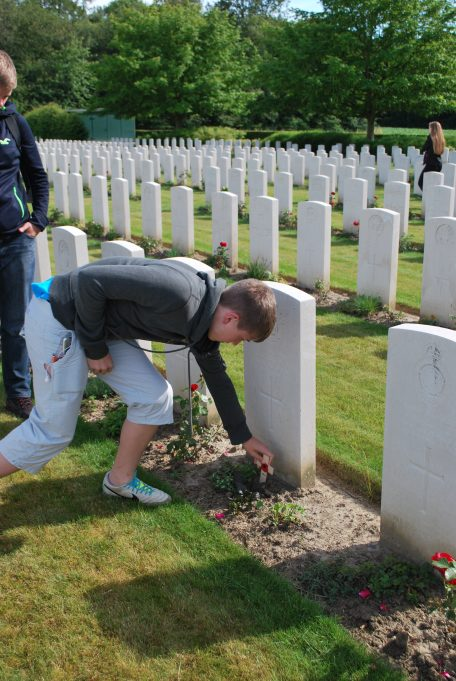 Billericay ATC Cadets placing a cross on Private Howland's grave | Billericay ATC