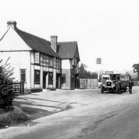 A City Coaches Leyland Lion outside the Kings Head, Great Burstead | Ian Fuller