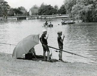 FIshing on the lake in 1981 | © Basildon Echo
