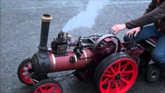A miniature Marshall 7nhp Agricultural Engine (1/4 scale)